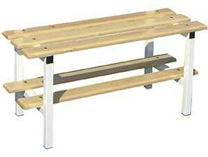 Banco de madera sencillo con zapatillero